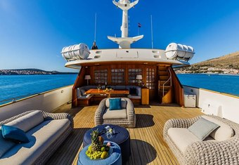 To Je To yacht charter lifestyle