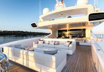 Beachouse yacht charter lifestyle