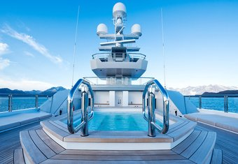 Cloudbreak yacht charter lifestyle