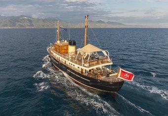 Taransay yacht charter lifestyle