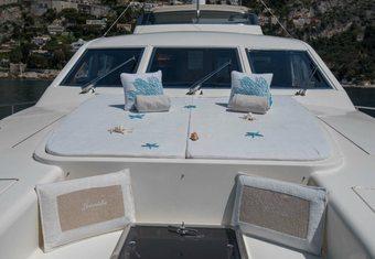 Leonida 2 yacht charter lifestyle