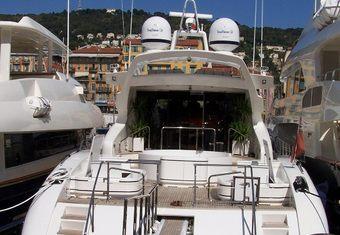Serenada yacht charter lifestyle