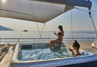 Dalmatino yacht charter lifestyle