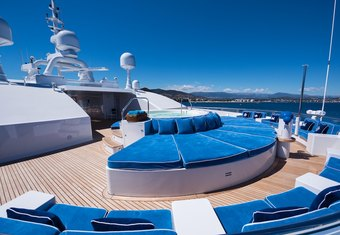 Queen Miri yacht charter lifestyle