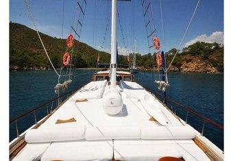 Sunworld IX yacht charter lifestyle