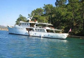 Dear B yacht charter lifestyle