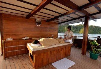 Lamima yacht charter lifestyle