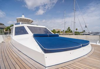 No Buoys yacht charter lifestyle