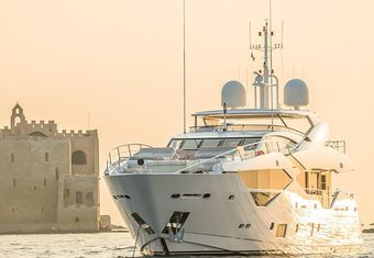 Legende yacht charter lifestyle