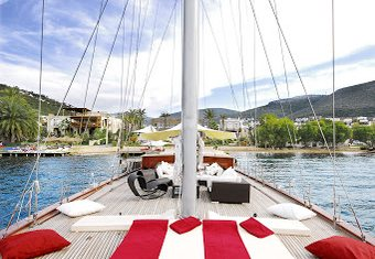 Orient Pearl yacht charter lifestyle