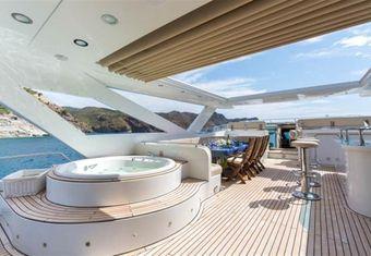 La Rosa yacht charter lifestyle