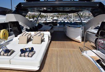 RAY III yacht charter lifestyle