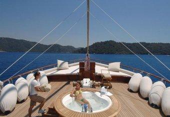 Goleta I yacht charter lifestyle