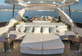 Soy Amor yacht charter lifestyle