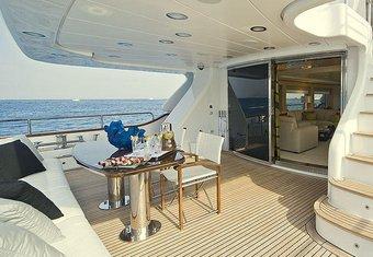 Salu yacht charter lifestyle