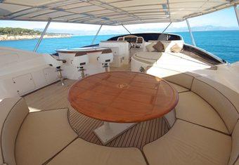 Virginia Mia yacht charter lifestyle