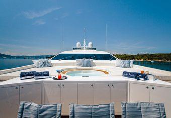 Da Vinci yacht charter lifestyle