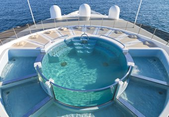 Luna B yacht charter lifestyle