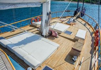 Dea Delmare yacht charter lifestyle