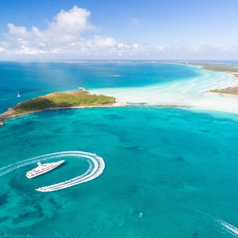 Coronavirus and Social Distancing Vacations: How to charter a yacht in the Bahamas