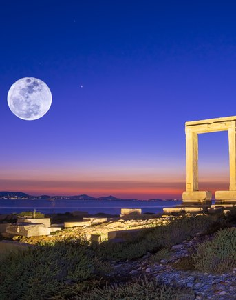 The top 6 historical sites to visit on a Greece yacht charter in the Cyclades