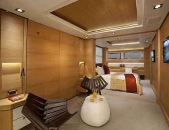 Guest Stateroom - Foyer