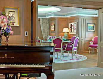 Dining & Piano