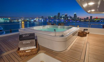 M/Y 'Double Down' offers wintertime charter special