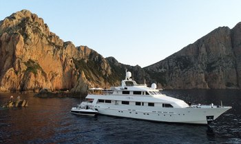 40m motor yacht LIONSHARE offers Caribbean yacht charter discount