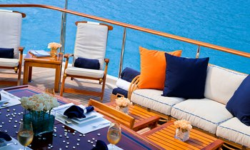 US labour weekend yacht charter: luxury yacht M4 offers special rates