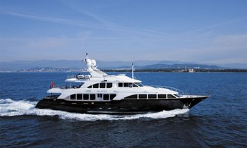 Bag a Free Night's Charter Aboard M/Y SEABLUE'Z