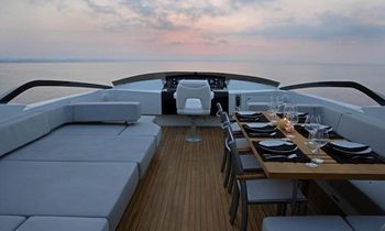 Motor Yacht QUANTUM Lowers Charter Rate