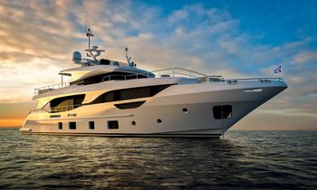 yacht URIAMIR offers discount for late season South of France charters