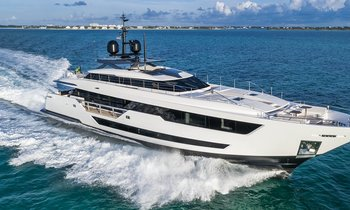 Custom Line M/Y 'Vista Blue' joins global charter market