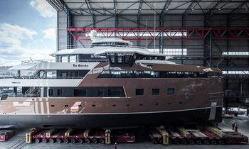 77m explorer yacht 'La Datcha' makes a splash
