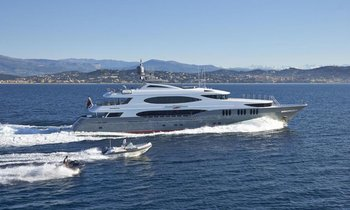 M/Y 'Zoom Zoom Zoom' Available In Maine This Summer