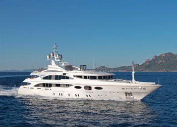 Latitude yacht charter in Cinque Terre