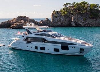 Akama yacht charter in Spain