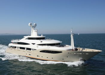 Light Holic yacht charter in Abu Dhabi