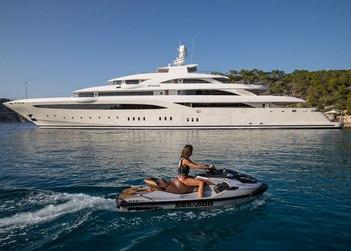 O'Ptasia yacht charter in Santorini