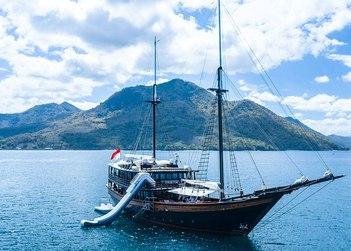 Dunia Baru yacht charter in Raja Ampat