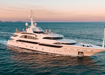 Lumiere yacht charter in Florida