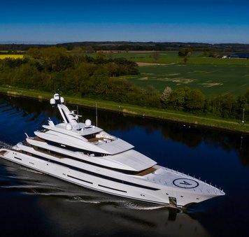 superyacht avantage from lurssen