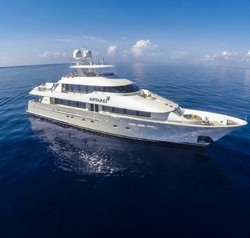 New England charter special: last-minute availability for (130ft) 40m motor yacht ANTARES