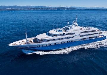 Queen Miri yacht charter in Dubai