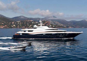 Wheels yacht charter in Maldives