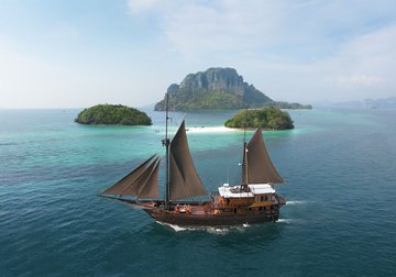 El Aleph yacht charter in Komodo
