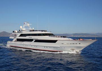 Code 8 yacht charter in Dubai