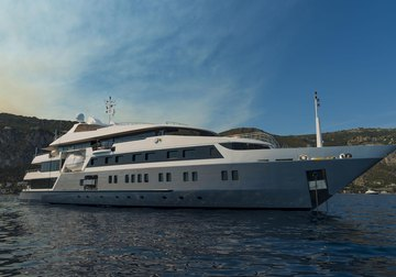 Serenity yacht charter in Abu Dhabi