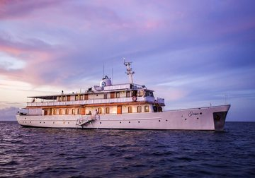 Grace yacht charter in Galapagos Islands